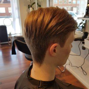 Klippehulen er din lokale frisør i Gelsted. Klippehulen er en allround frisørsalon, som klipper, farver og krøller både mænd, kvinder og børn.